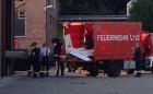 Am Abend wurde das Flugzeugwrack in einer Halle auf dem Gelände der Kläranlage in Oppenheim gebracht.