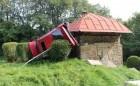 Pkw-Fahrer schleuderte mehrfach und prallte gegen einen Wasserspeicher