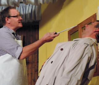Ein vergnügliches Verwirrspiel erwartet die Besucher der Theateraufführung der Theatergruppe Mommenheim (Bild: Ulla Niemann)